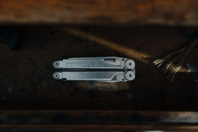 Moltitool do EDC powinien być mały i lekki tak jak multitool Laethermana na zdjęciu