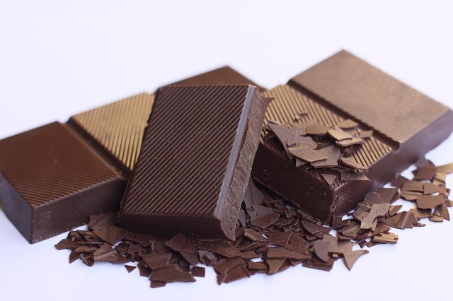 Gorzka czekolada do gotowania różni się zawartością tłuszczu kakaowego.